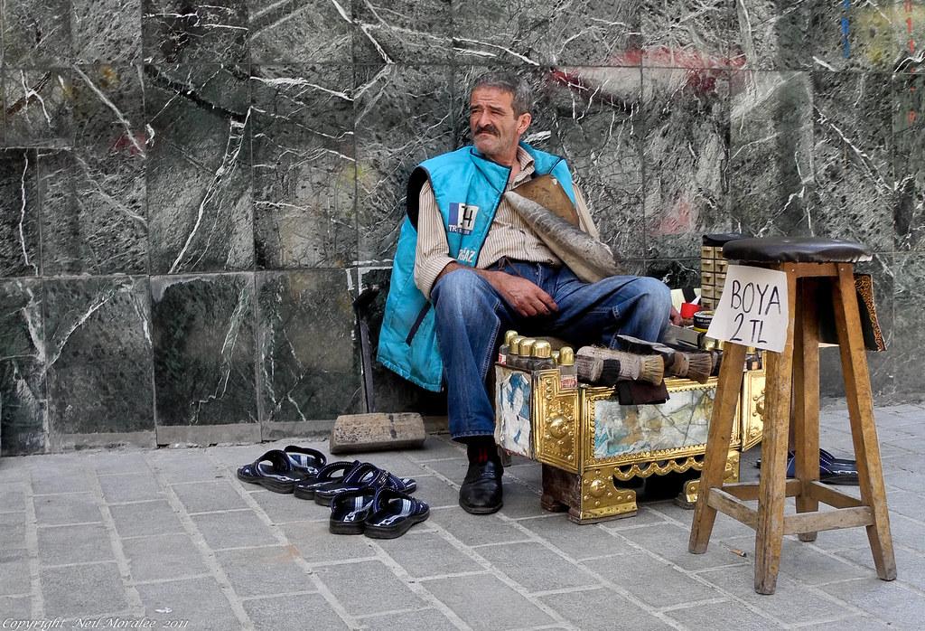 Istanbul shoe shiner