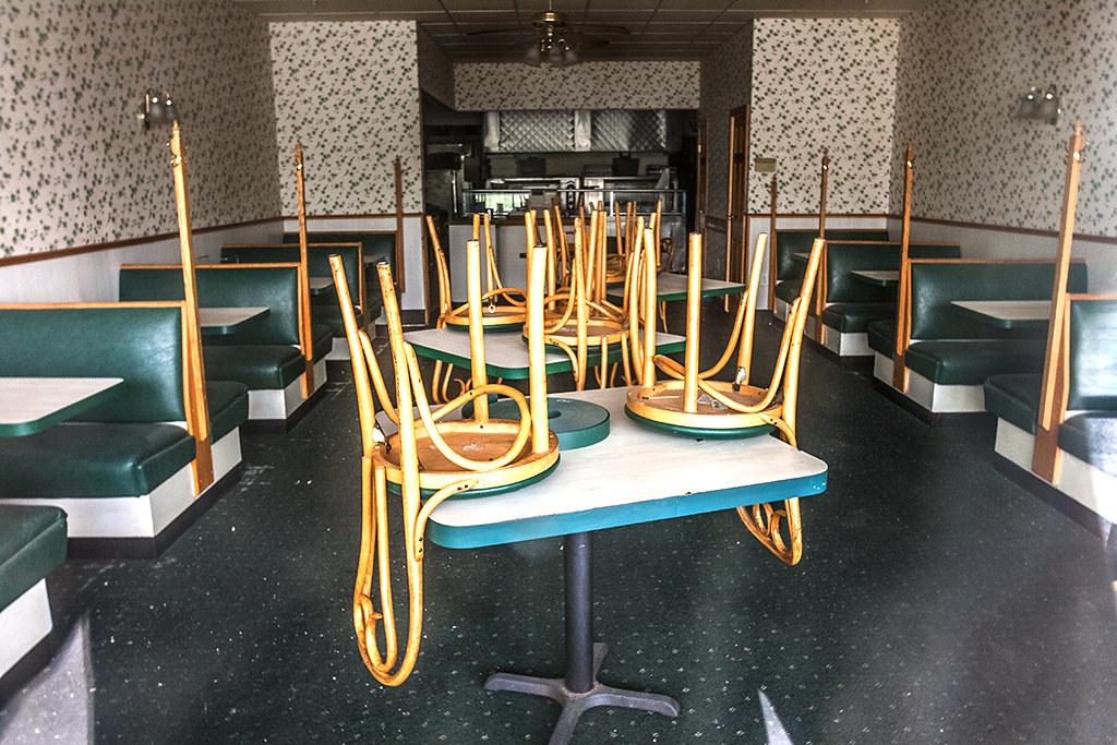 Shuttered-restaurant-at-strip-mall--Levittown