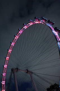 Singapore Flyer Wheel जवळ सिंगापुर की छवि. building architecture singapore observationwheel 2011 singaporeflyer 新加坡摩天观景轮 சிங்கப்பூர்ஃப்ளையர் pelayangsingapura
