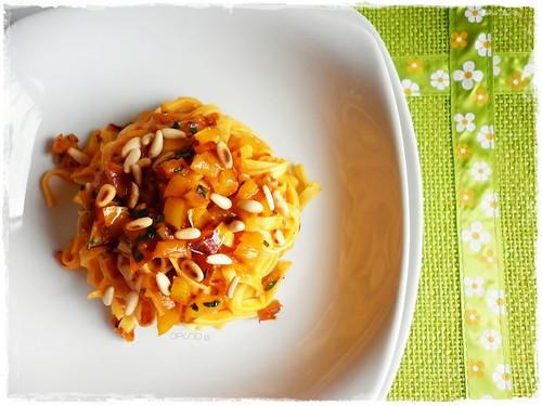 Fettuccine peperoni e pinoli