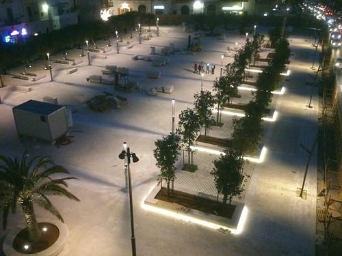 piazza aldo moro polignano notte luci cantieri