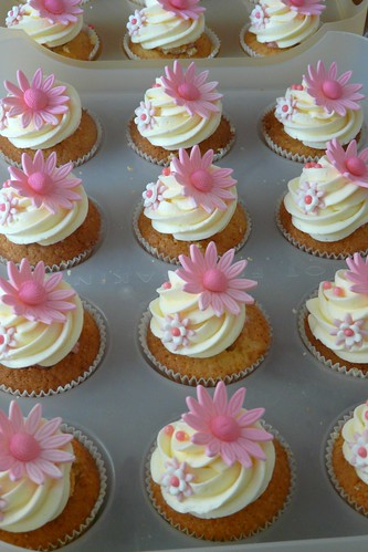 Baby Shower Cupcakes by Sugar Daze