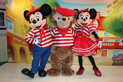 Meeting French Mickey, Minnie and Duffy the Disney Bear