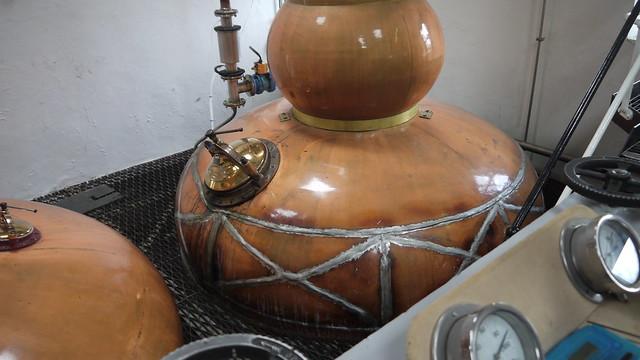 2011-06-09 077 Knockdhu Distillery - Stills