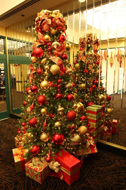 red and gold christmas tree flickr photo sharing. Black Bedroom Furniture Sets. Home Design Ideas