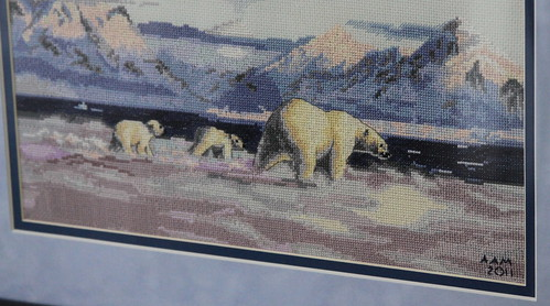 Polar Bear Framed Cubs Detail