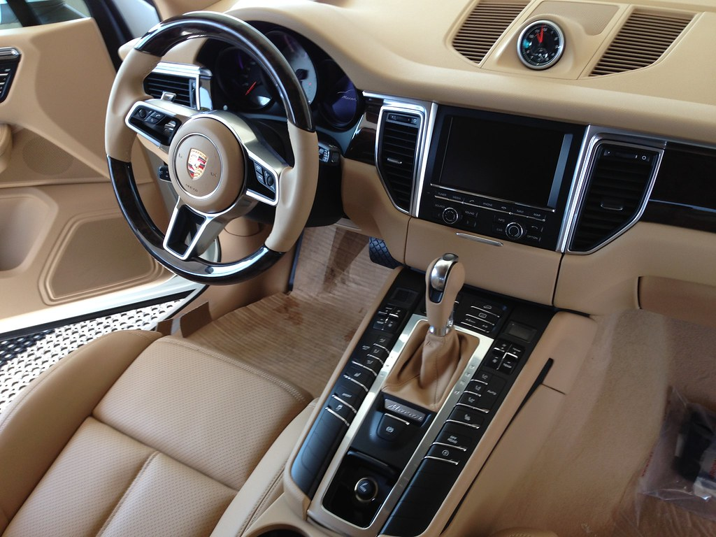 anyone taken delivery of saddle brown interior porsche macan forum. Black Bedroom Furniture Sets. Home Design Ideas