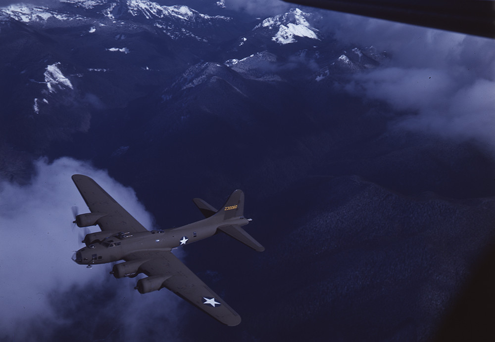 [Boeing B-17F Flying Fortress, Mt. Rainier]