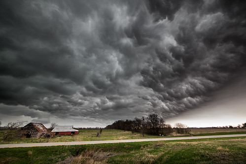 storm weather clouds barn rural scary missouri chase thunderstorm webres severe mcginnis outlflow