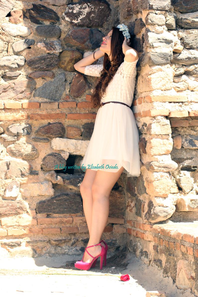 vestido-blanco-encajes-diadema-de-flores-tacones-rosas-MARYPAZ-Heelsandroses-(1)