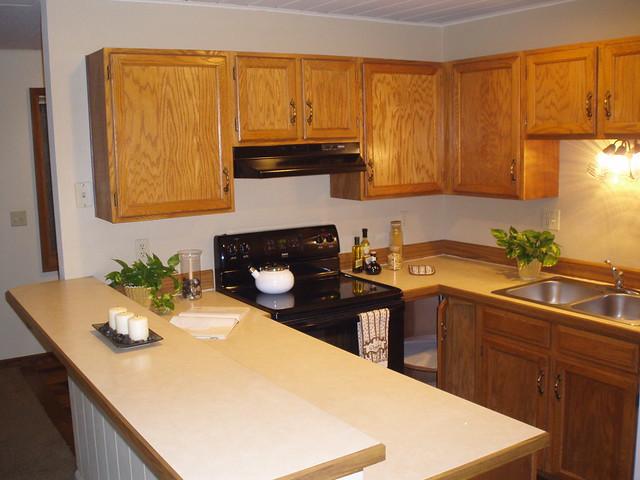 Large efficient u shaped kitchen design flickr photo for Efficient kitchen designs
