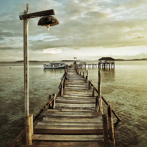 sunset sea mer color square landscape pier jetty lamppost 50 paysage couleur ponton coucherdesoleil lampadaire gettyimages komodo carré 500x500 indonésie kanawa