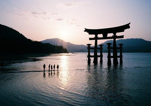 無料写真素材|建築物・町並み|宗教施設|神社・鳥居|神道|風景日本|世界遺産|厳島神社