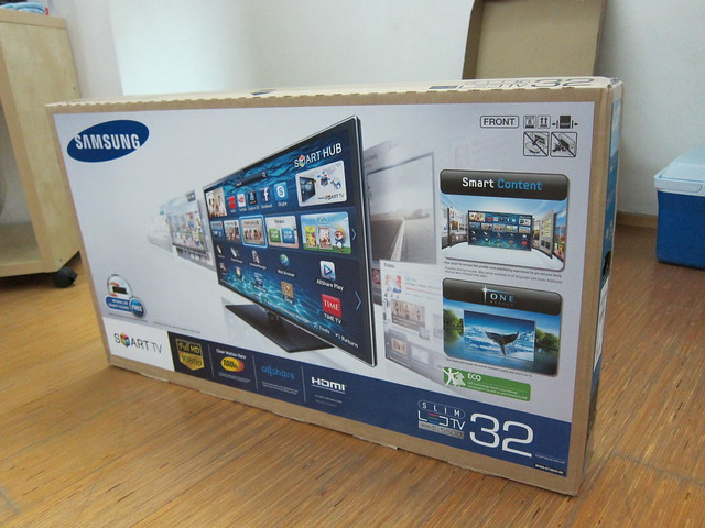 samsung series 5 32 u2033 slim led smart tv  ua32es5500m