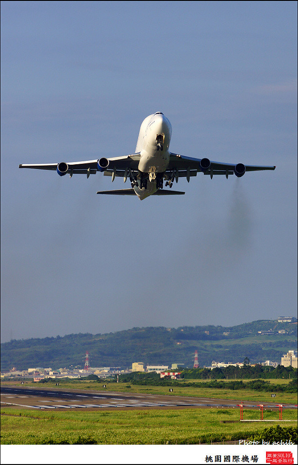 Boeing 747-409(LCF) Dreamlifter N747BC 011
