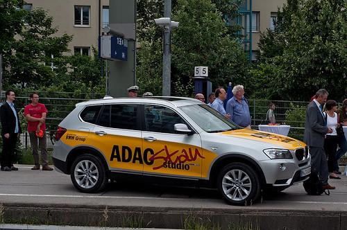 Ohne Autos geht es beim ADAC natürlich nicht, weshalb dieser BMW auf dem Bahnsteig plaziert wurde