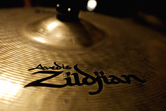 drums(0.0), circle(0.0), musical instrument(1.0), close-up(1.0), cymbal(1.0),