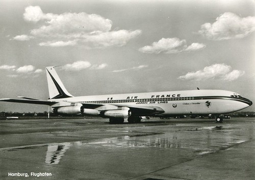 F-BHSA (c/n 65) was later retrofitted with the taller and inner fins that were to become a 707's trademark along with the High Frequency antenna atop