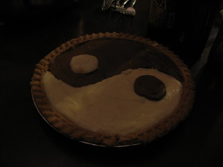 amazing vegan yin yang cake made by danielle as part of a swap for a photo print