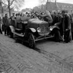 Obraz Waterlooplein Market. auto male men ford car amsterdam traffic market markt waterlooplein mannen verkeer vervoer benvanmeerendonk