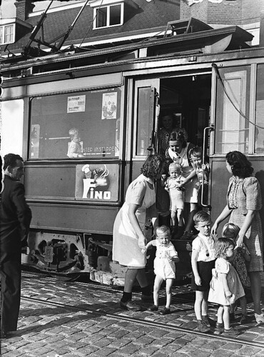 08-00-1947_02415B Kindertram