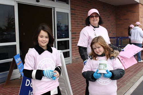 DTE's Women of ITS Food Drive at Wal-Mart in Canton (October 2010)