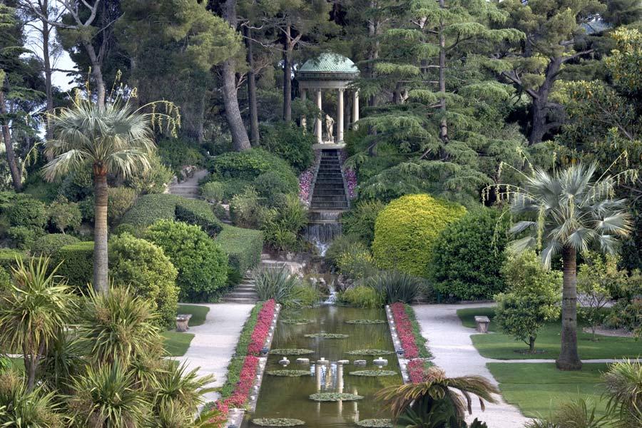 Gorgeous gardens of the villa ephrussi sfluxe for Villa jardins ephrussi de rothschild