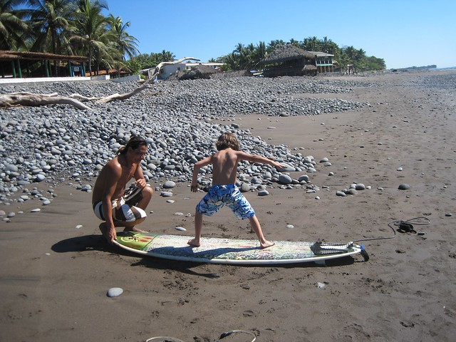playa-tunco-el-salvador-learning-to-surf-kid-friendly-2