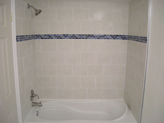 Ceramic Tile Shower And Bathtub Surround With Glass Border