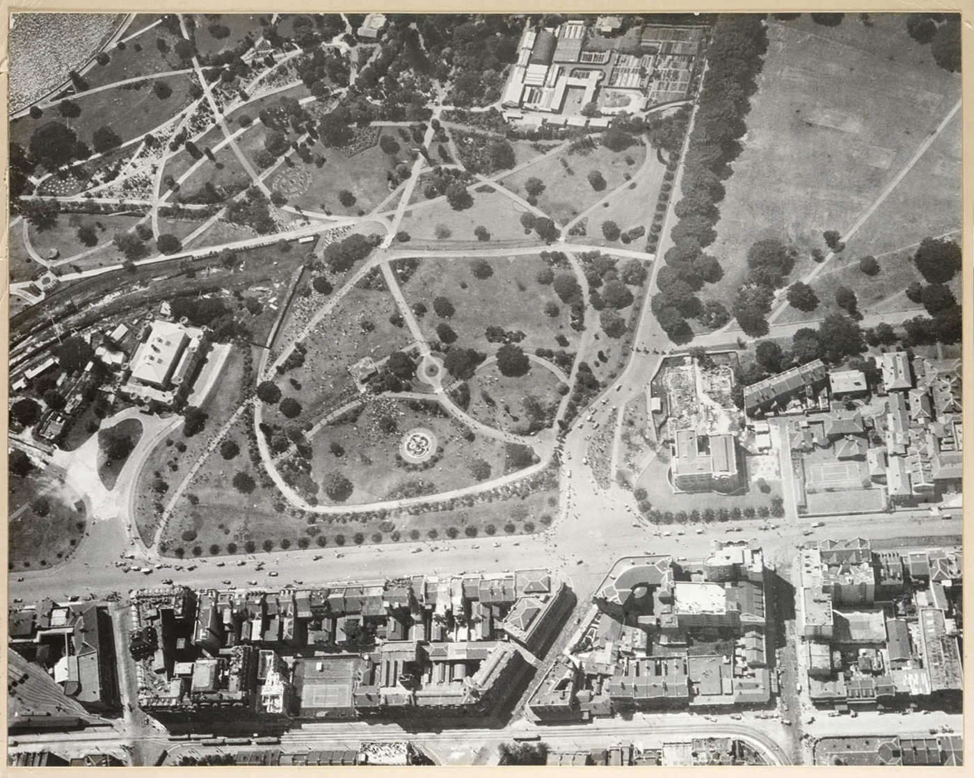 Sydney from the air, 1920 / photographed by Frank Hurley