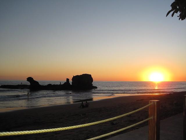 playa-tunco-volcanic-beach-el-salvador-sunset