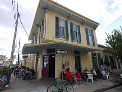 土, 2010-12-04 13:05 - New Orleans Cake Cafe & Bakery