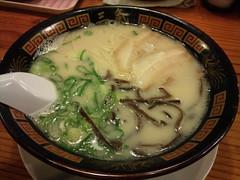 kalguksu(0.0), udon(0.0), noodle(1.0), noodle soup(1.0), zåni(1.0), food(1.0), dish(1.0), soup(1.0), cuisine(1.0),