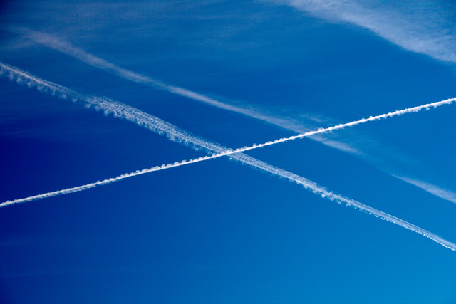 Traces of airplanes - Flickr CC christianhaugen