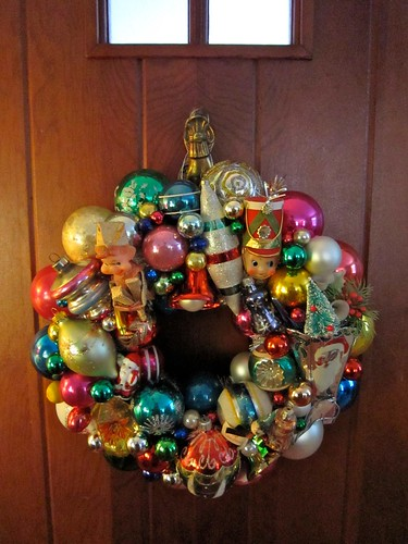 Vintage christmas ornament wreath a retro holiday treat for Vintage christmas decorations