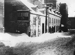 Vieux-Montréal 1910. Les 427,429,437, rue Saint-Vincent >Sud.