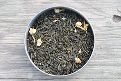 leaf(0.0), tea(0.0), herb(0.0), drink(0.0), gyokuro(0.0), darjeeling tea(1.0), da hong pao(1.0), assam tea(1.0), produce(1.0),