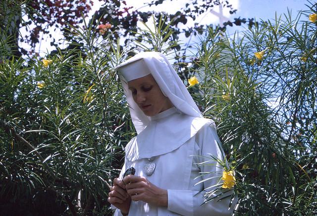 Vĩnh Long 1967 - Photo by Ron Alcott - Sr. Bridie - Soeur Bridie, một trong năm nữ tu người Ireland thuộc Dòng Mục Tử Nhân Lành tại Vĩnh Long
