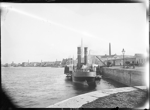 ireland horse docks ship crane steam shannon funnels tugboat tug cart 20thcentury quays eason limerick munster glassnegative lifebelts paddlesteamer lifeboats tobaccofactory spillane rivershannon gaslighting nationallibraryofireland easonson easoncollection limerickbybeachcomber munsterset flyinghuntsman limerickstoragecompany