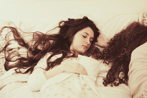 sleepy-lovers by laura makabresku