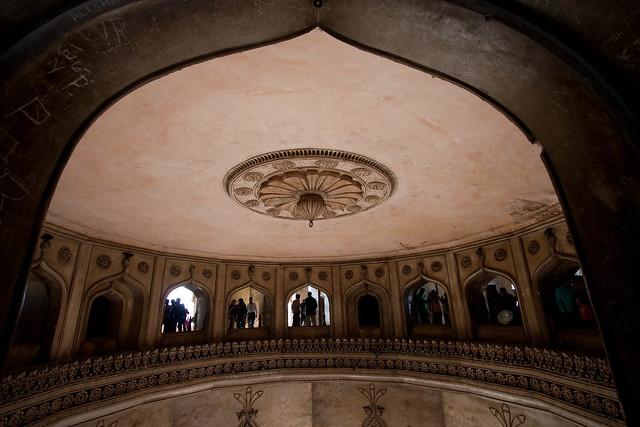 Dentro del Charminar de Hyderabad. Estado de Andhra Pradesh, India