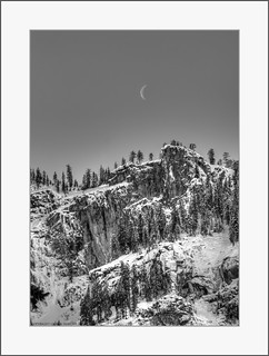 Yosemite-Mountain-Moon