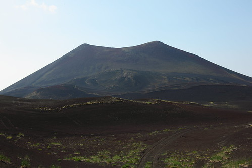 A lovely example of a cinder cone formed during the 1975-1976 eruption of Tolbachika. No, it's not erupting now, and will never erupt again, although another new cinder cone may barge up by it. Image courtesy Einar Fredriksen.