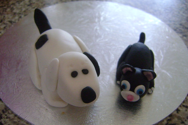 Dog Safe Cake Decorations : sugar/gum paste cat and dog Flickr - Photo Sharing!
