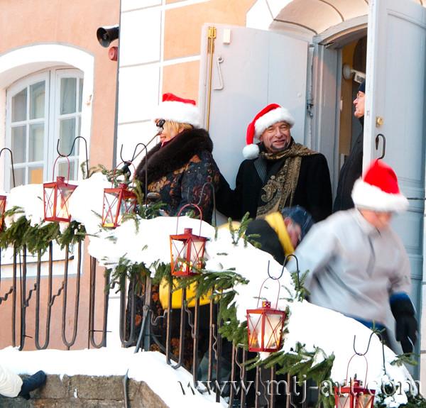 Joulupukki ja tonttuja