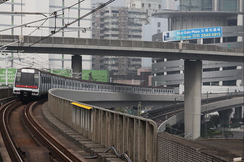 Northbound train departs Lai King station on a viaduct