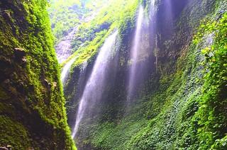Madakadipura Waterfall