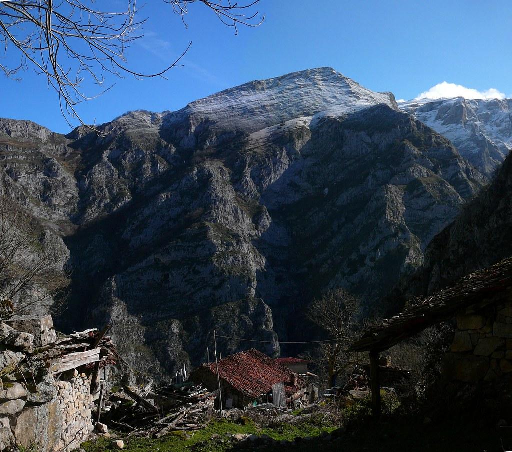 http://www.panoramio.com/photo/99697027