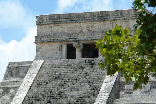Terraza de la Pirámide de Kukulkán, donde se guardan muchos históricos secretos [object object] - 5462086127 081de9a374 - Chichén Itzá, el gran vestigio de la civilización Maya