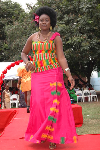 African Kaba Styles http://www.saflirista.com/ghana-fashion-ghana-clothes-ghanian-dresses-fashion-styles-kente-dress/